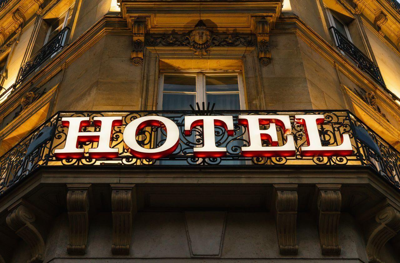 Наружная реклама гостиницы 1