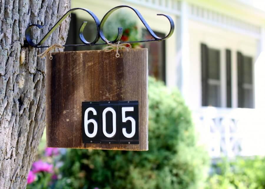 Табличка с номером дома 1