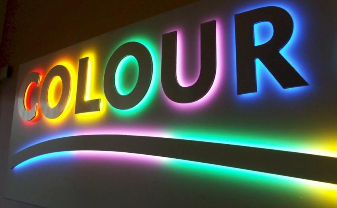 Цветные светящиеся таблички