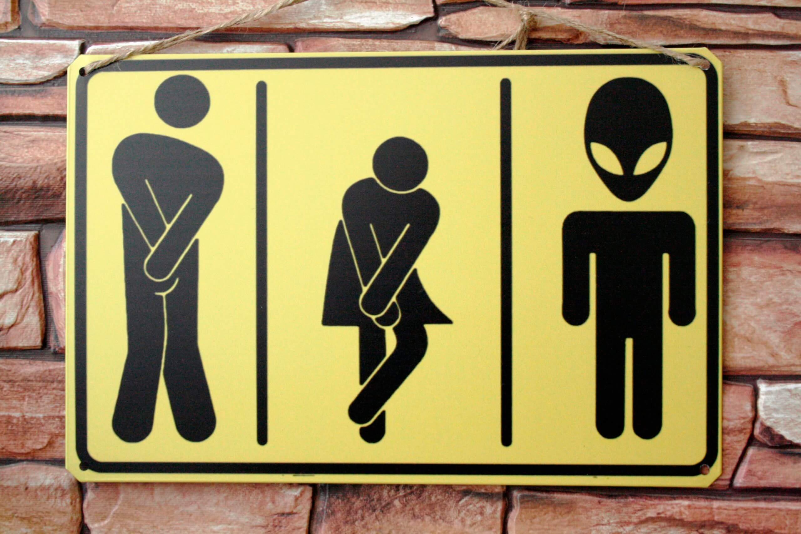 Необычная табличка на туалет